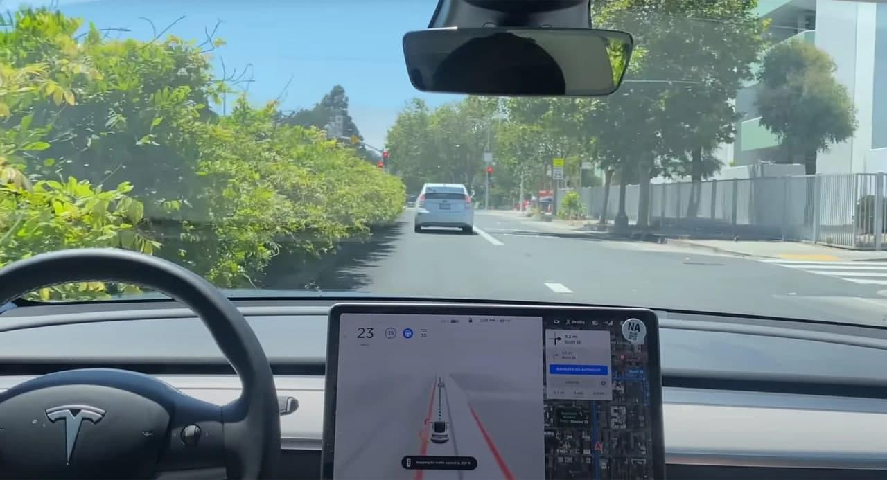 消费者报告对特斯拉的全自动驾驶测试版存在严重的安全问题