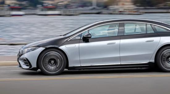 梅赛德斯-奔驰将解锁后轮转向作为 EQS 车型的订阅服务