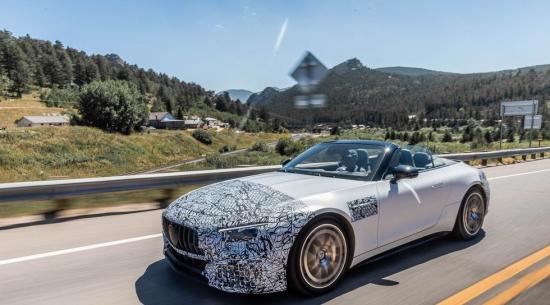 2022 款梅赛德斯-AMG SL 向多个新方向迈进